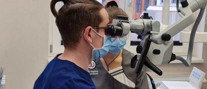 Endodontie unter dem Mikroskop